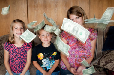 How To Talk to Kids about Money (ages 7-12) | www.TheHeavyPurse.com